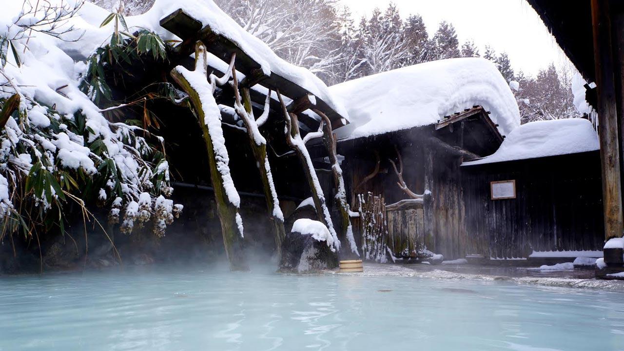 Nyutō Onsenkyō Tsurunoyu Onsen, or Milky Onsen in Deep Snow, by Kenji Baba