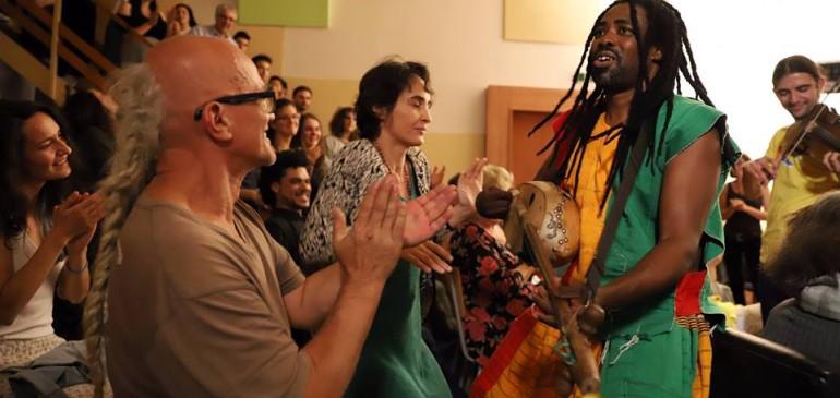 """Африканска Гана: Музика, мистика и начин на живот с """"колого"""" музиканта АЮУНЕ СУЛЕ"""